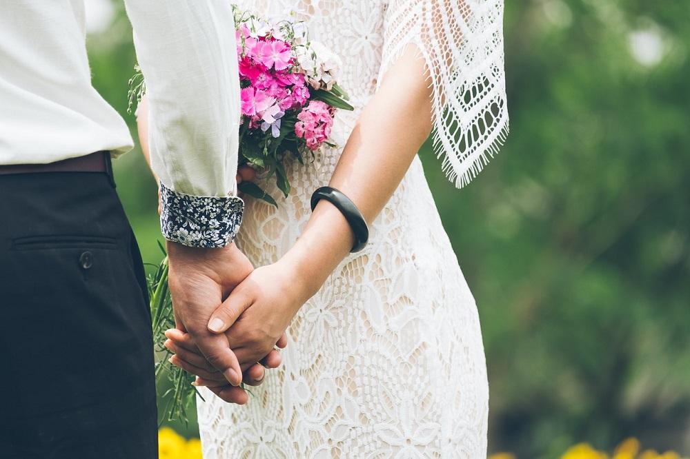結婚式ムービーは依頼と自作どちらがおすすめ?徹底比較