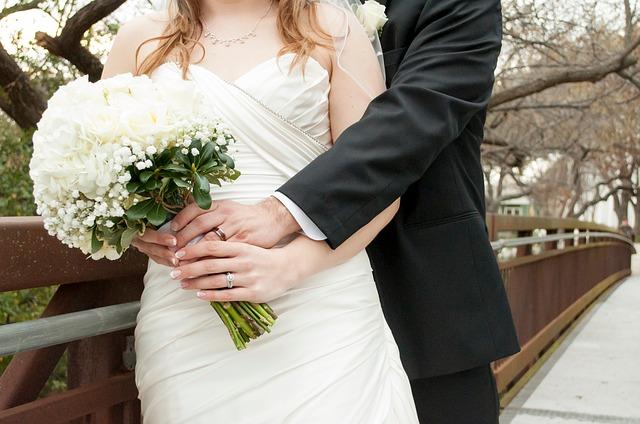 自分たちで結婚式ムービー業者に依頼する方法のメリットとデメリット